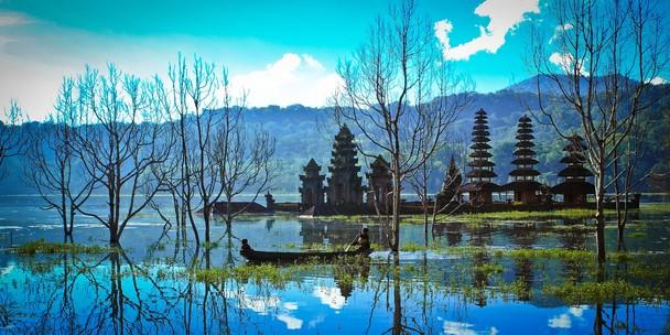 Mengunjungi Danau Tamblingan Bedugul Bali